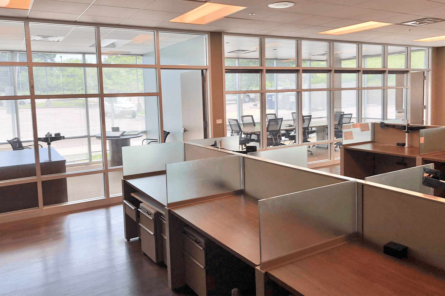 desks with glass dividers