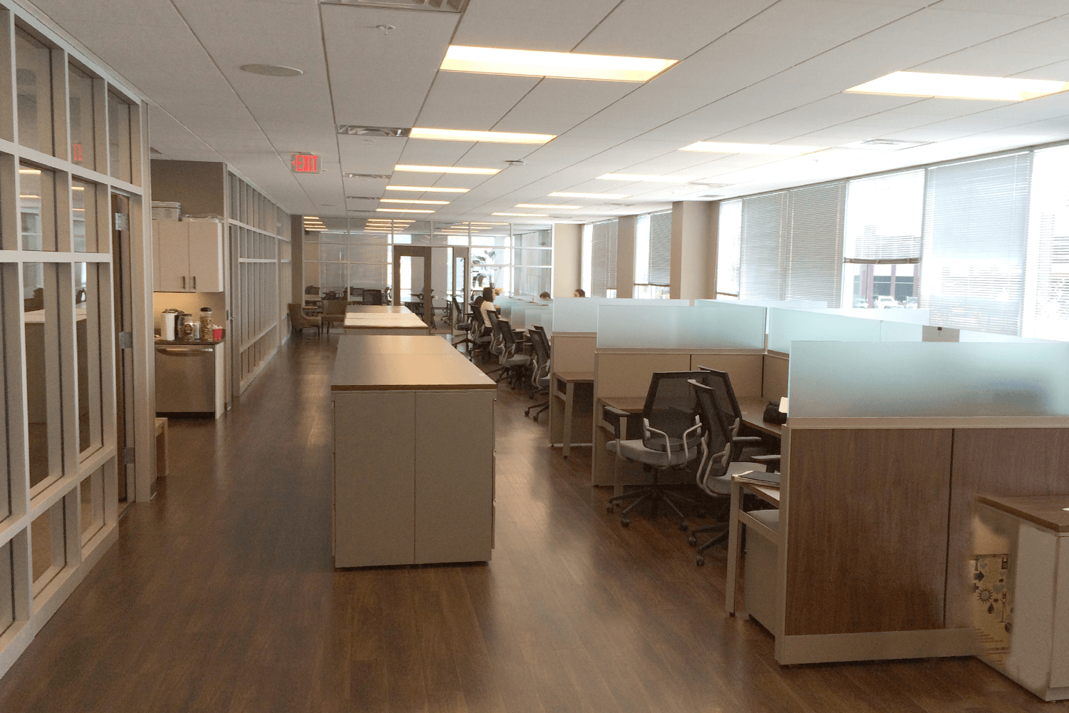 cubicles with glass dividers